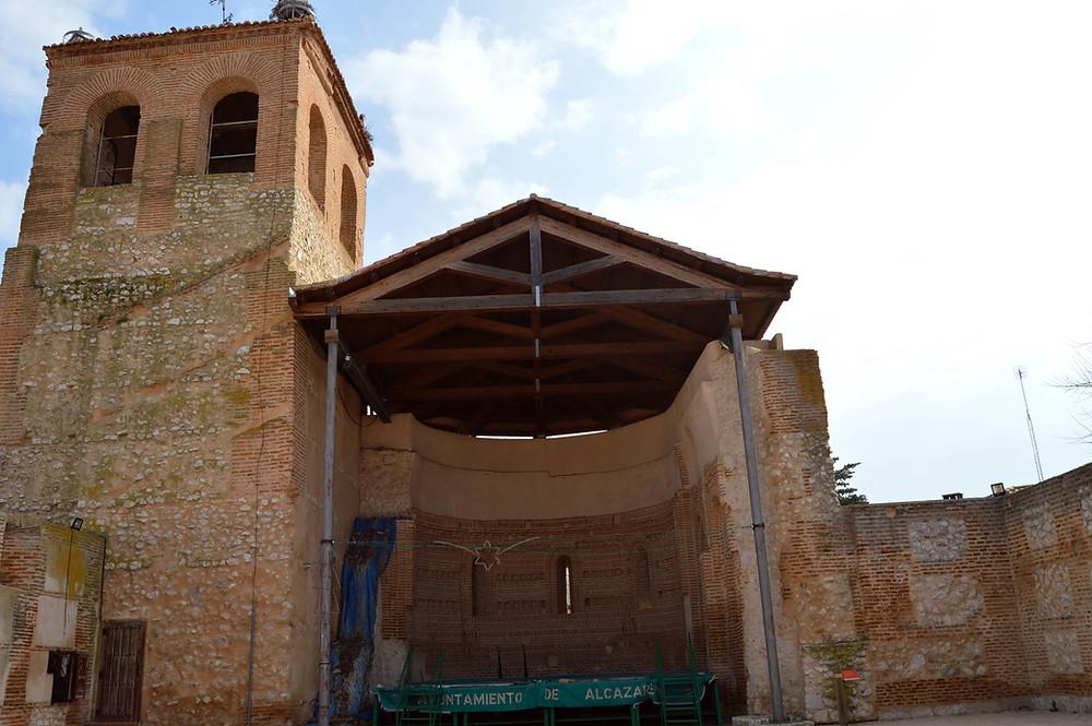 Interior de la iglesia de San Pedro de Alcazarén.
