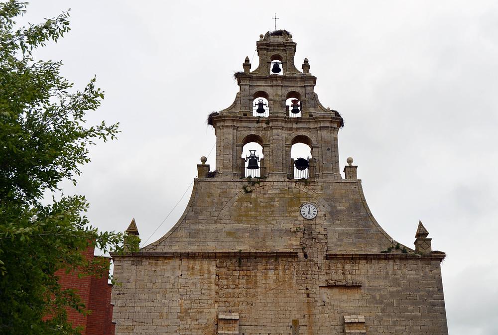 Espadaña de la iglesia de San Pedro.
