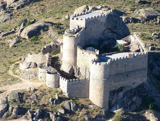 Castillo de Manqueospese de Mironcillo.