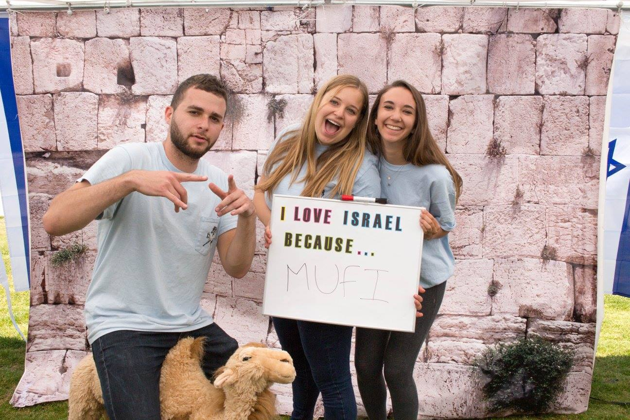 Students showing their Israeli pride