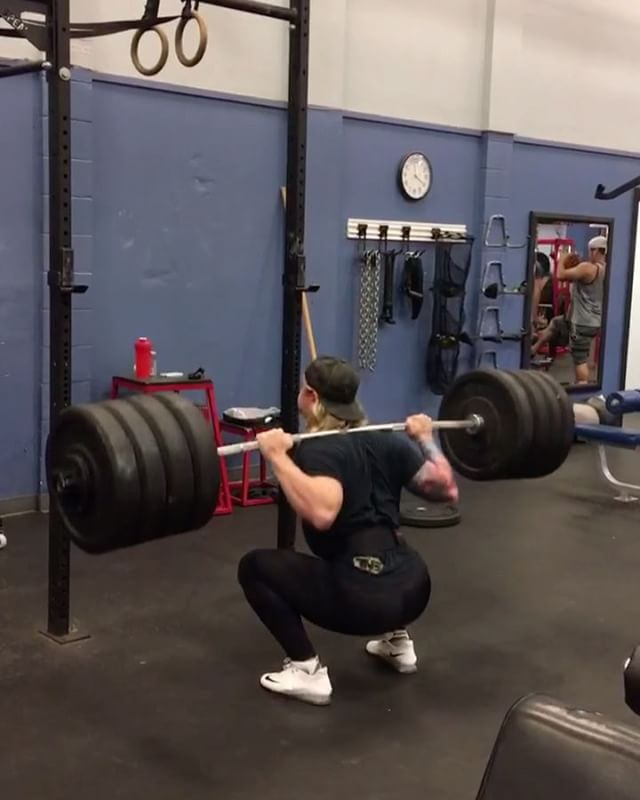370lbs x 10 on the Back Squat for Coach _mackaghram yesterday! _#backsquat #backsquats #healthylifes