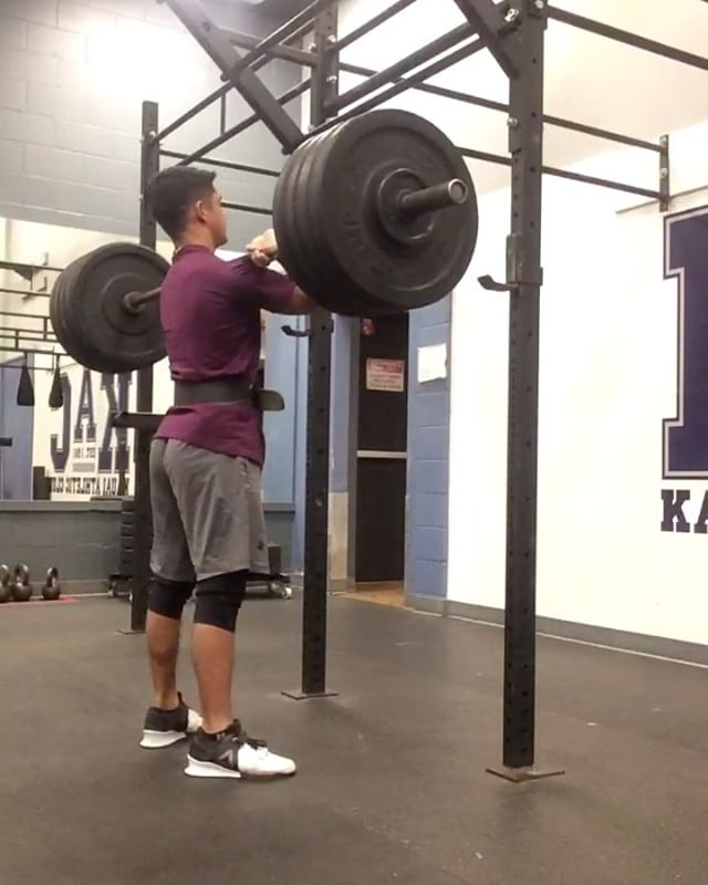 18 year old, 69kg _leslee.aki repping 95kg for 10 Front Squats! 🙌🏻.jpg