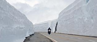 Snow walls on the Gotthard Pass