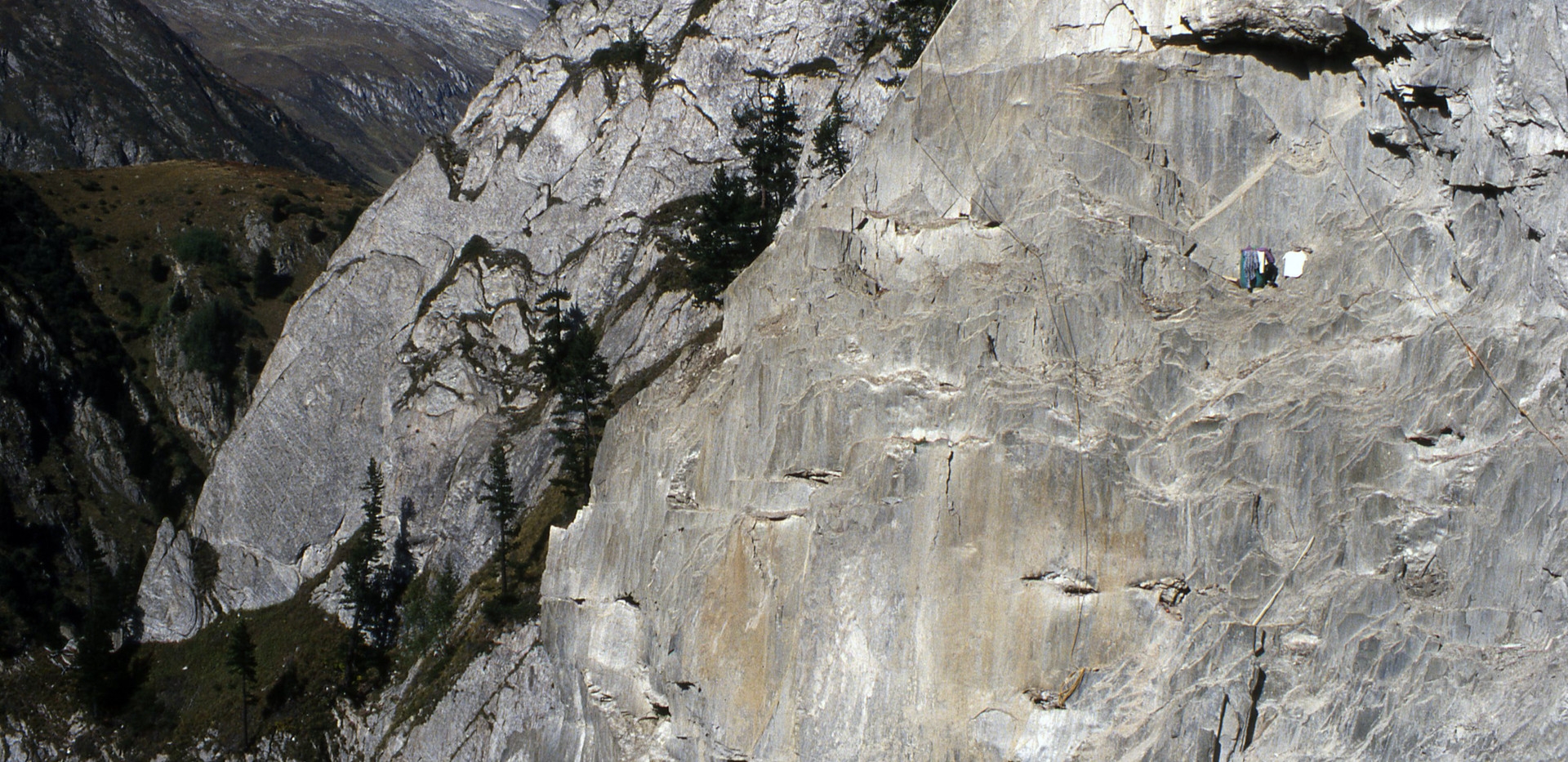 Felswand bei Cavardiras
