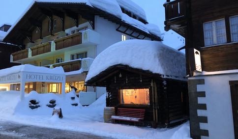 Magnucca mit 1 Meter Schnee auf dem Dach