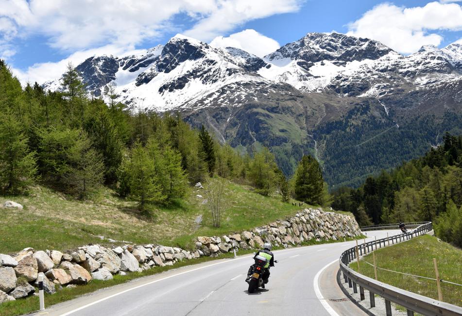 Herrliche Kulissen auf dem Lukmanier Pass