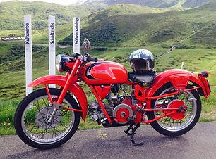 Moto Guzzi am Oberalppass