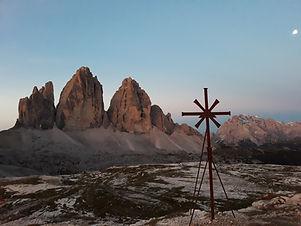 Wandern mit Blick auf Dolomiten