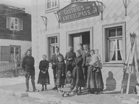 Urgroßvater Florentin Cavegn mit Familie