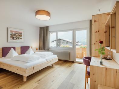 """Doppelzimmer """"magnific"""" mit Zirbenholz Möbeln"""