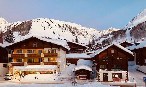 Hotel Krüzli, Magnucca und Sportgeschäft Monntains, Winter in Sedrun