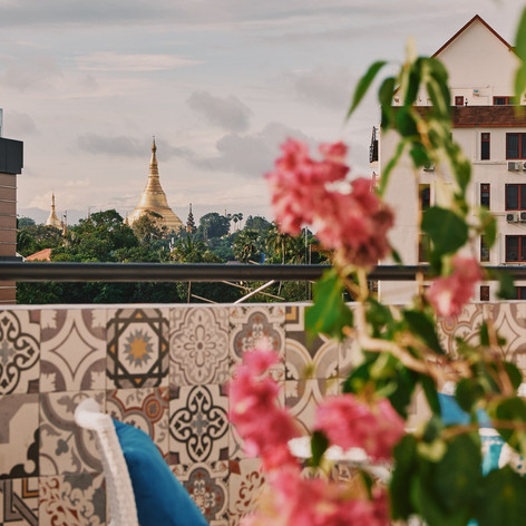 Winner Inn Balcony Shwedagon Pagoda View