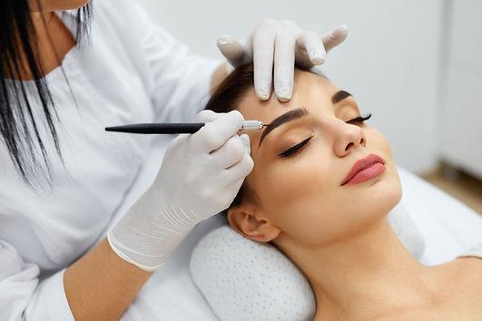 Haute Contour Bonn Microblading Permanent Makeup PMU Augebrauen Häärchenzeichnung