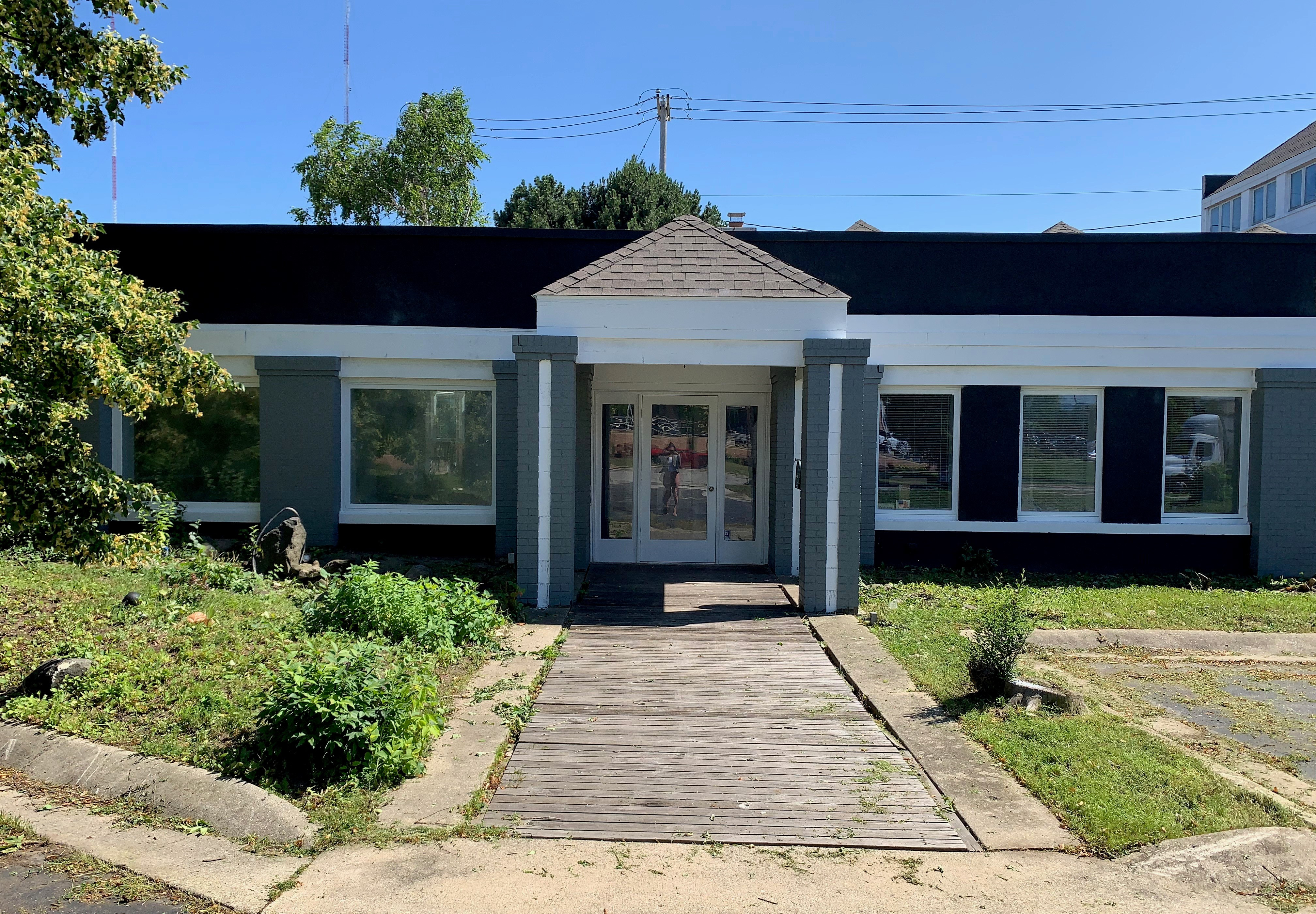 1811 W Silver Spring Drive, Glendale WI