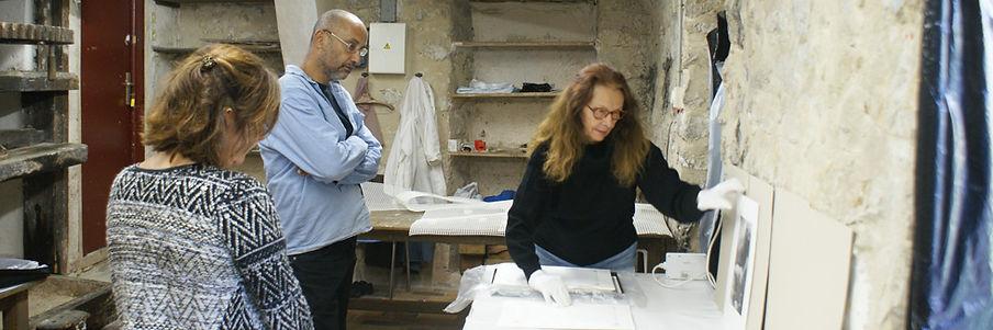 Dror Karta visite l'atelier de Geneviève Roy à Vence 2016 - © Patrick Rosiu