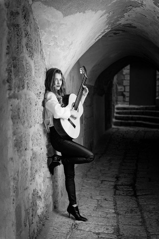 Noa Drezner Flamenco guitarist