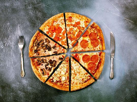 pizza tajadas cubiertos.jpg