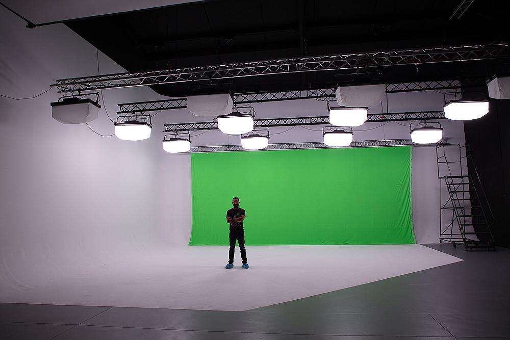 "STAGE B + Green Screen + ""Pre-lit"""