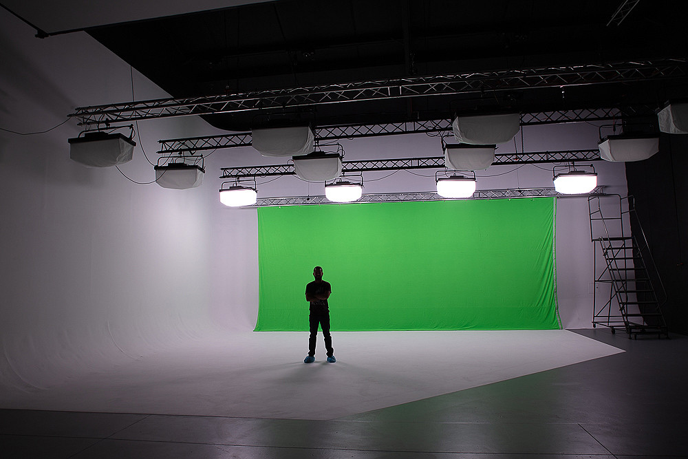 """Pre-lit"" Package + Green Screen"
