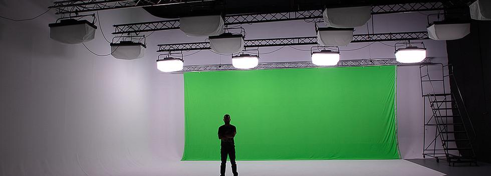 """Pre-lit"" Package + Green Screen"