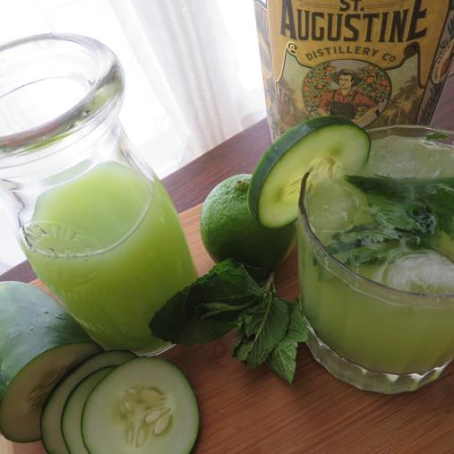 Cucumber gin spritzer