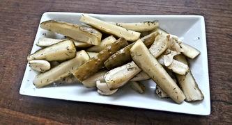 Crunchy Garlic Pickles