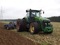 tractor-3068578_1920.jpg