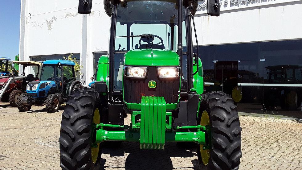 Tractor  JD 5070 - 4x4 - Year 2019 - 352 Hours - Original Cabin