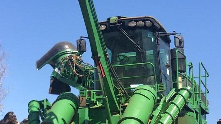 Sugarcane Harvester John Deere 3520