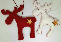 Large Nordic moose red and white