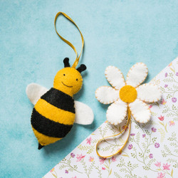 Bee and flower sewing kit