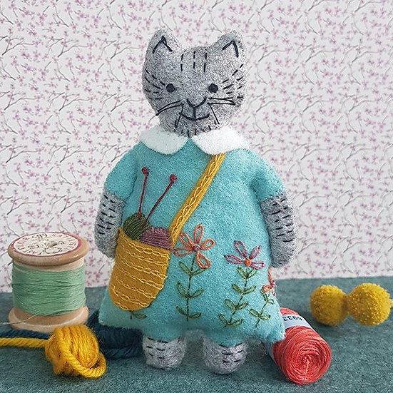 Mrs Cat Loves Knitting