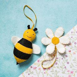 Corinne-Lapierre-Bee-and-Flower-Felt-Cra