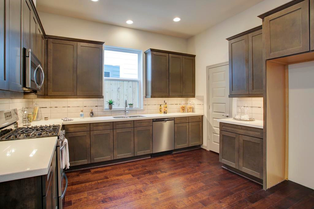 5941 Kansas - Kitchen (10).jpg
