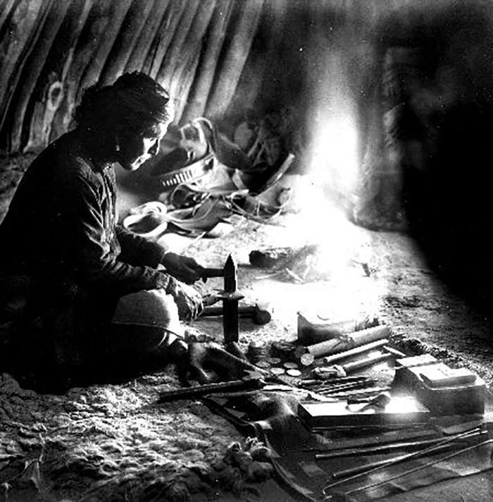 native-american-silversmith.jpg