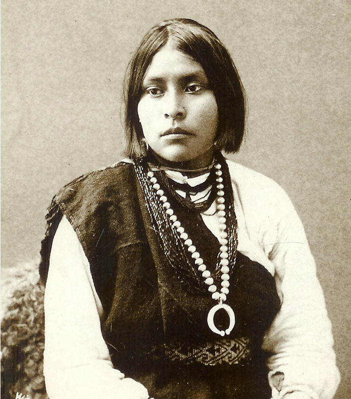 1885, navajo beads.jpg