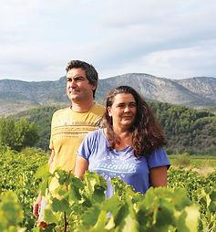 Portrait des 2 vignerons du Domaine Depeyre dans leurs vignes dans le Roussillon
