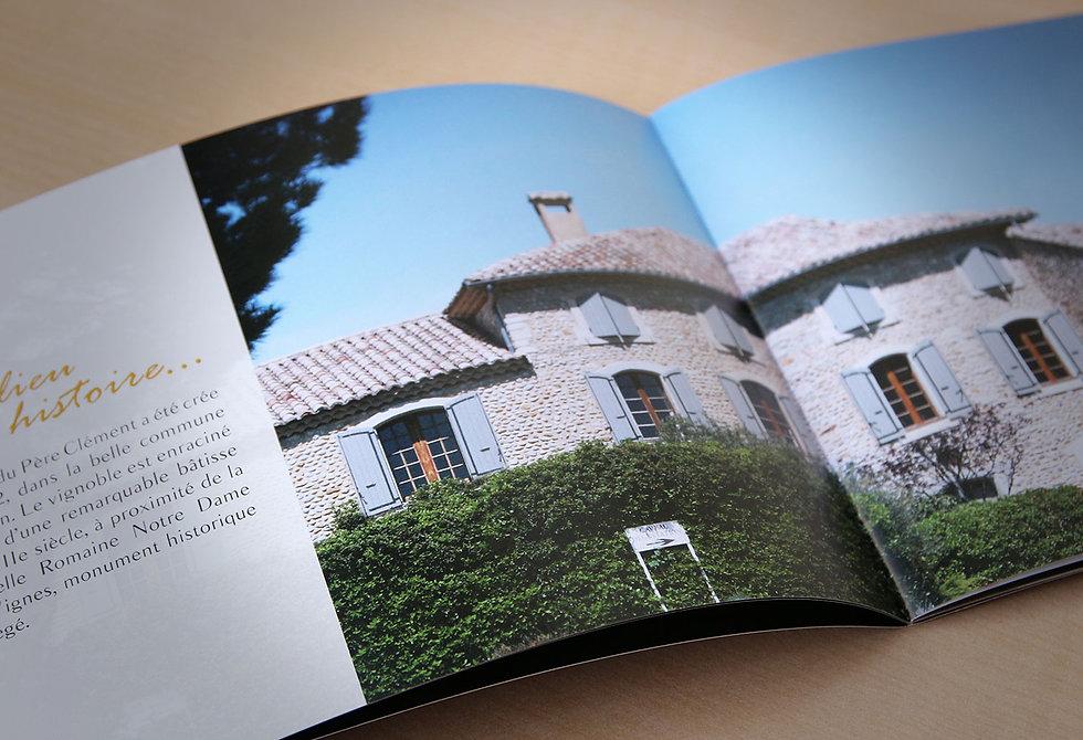 Identite visuelle pour une brochure multilingue dans le secteur du vin