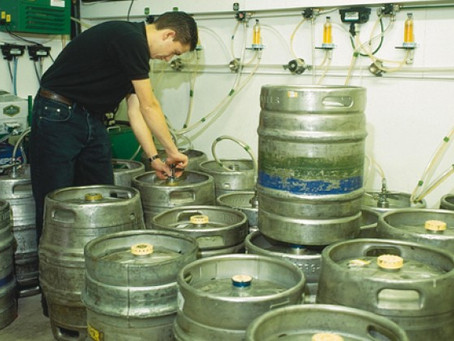 What are the main off-flavours in beer and what are they caused by?