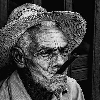 58160 - Cuban Man with Cigar (Black and White)