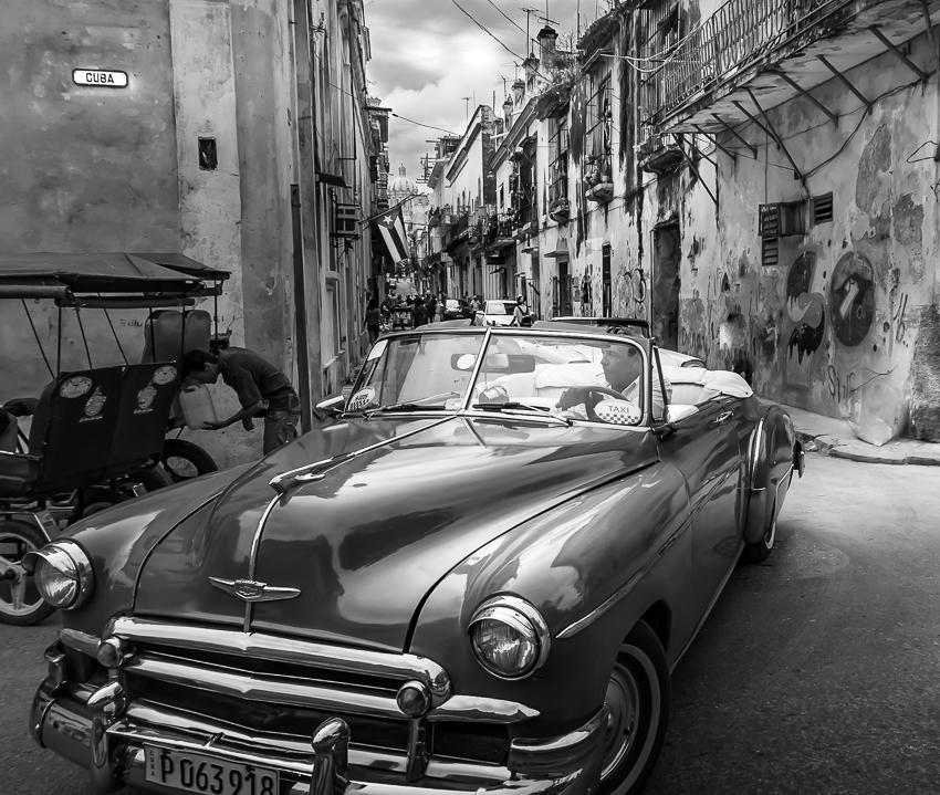 58045B - Cuba Streets Vintage Car -