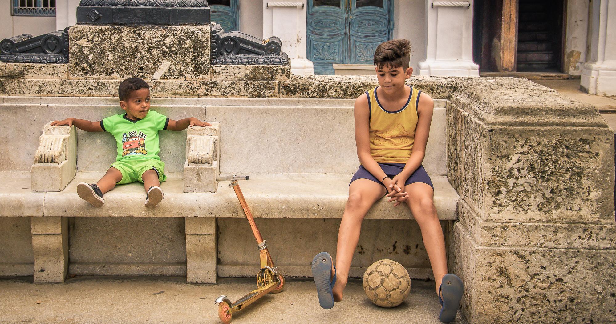 58142A - Friendship in Cuba