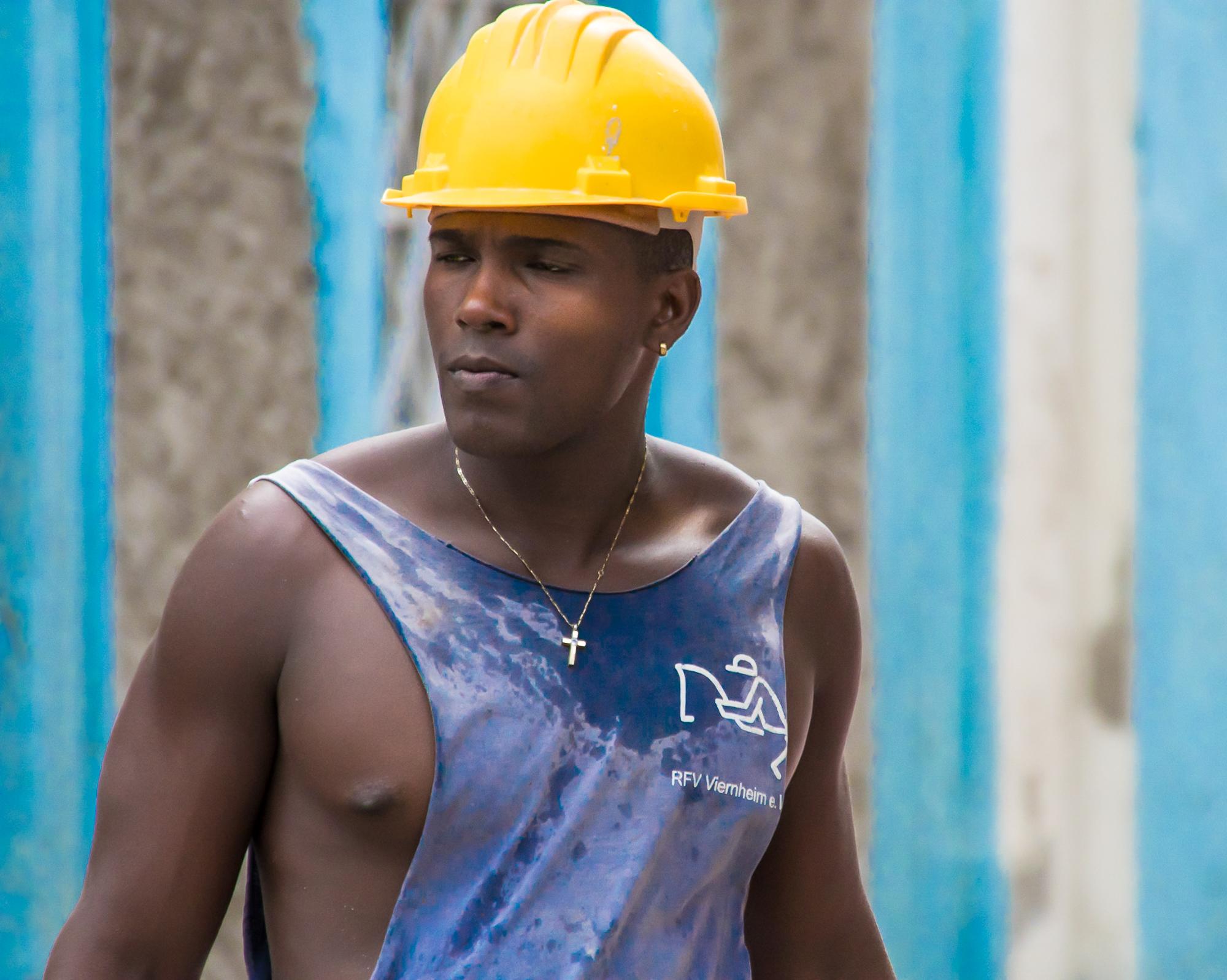 58146A - Hard Day's Work - Cuba