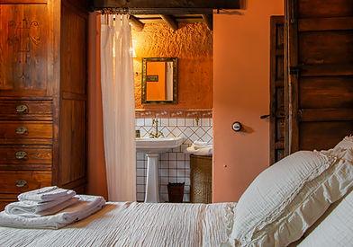 Habitación doble con baño propio y acceso a terraza. Terracea