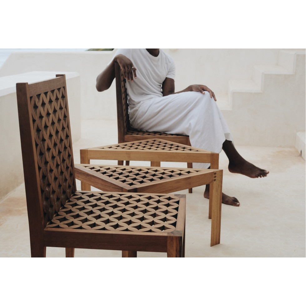 Chair and sidetable 2