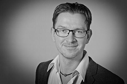 Erhvervsportræt i sort og hvid. Fotograf : ww.thomsboemikkelsen.dk