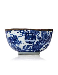 "Blue and White porcelain bowl with ""khan xuan thi ta"" 慶春侍左 mark"