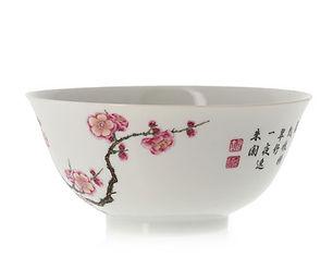 Important bol en porcelaine impériale «famille rose». Style Falangcai avec poème inscrit.