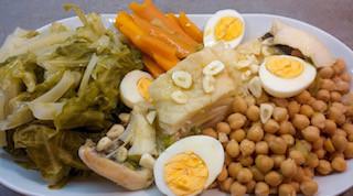 """Prato tradicional da """"consoada"""", a ceia de Natal com bacalhau e todos"""
