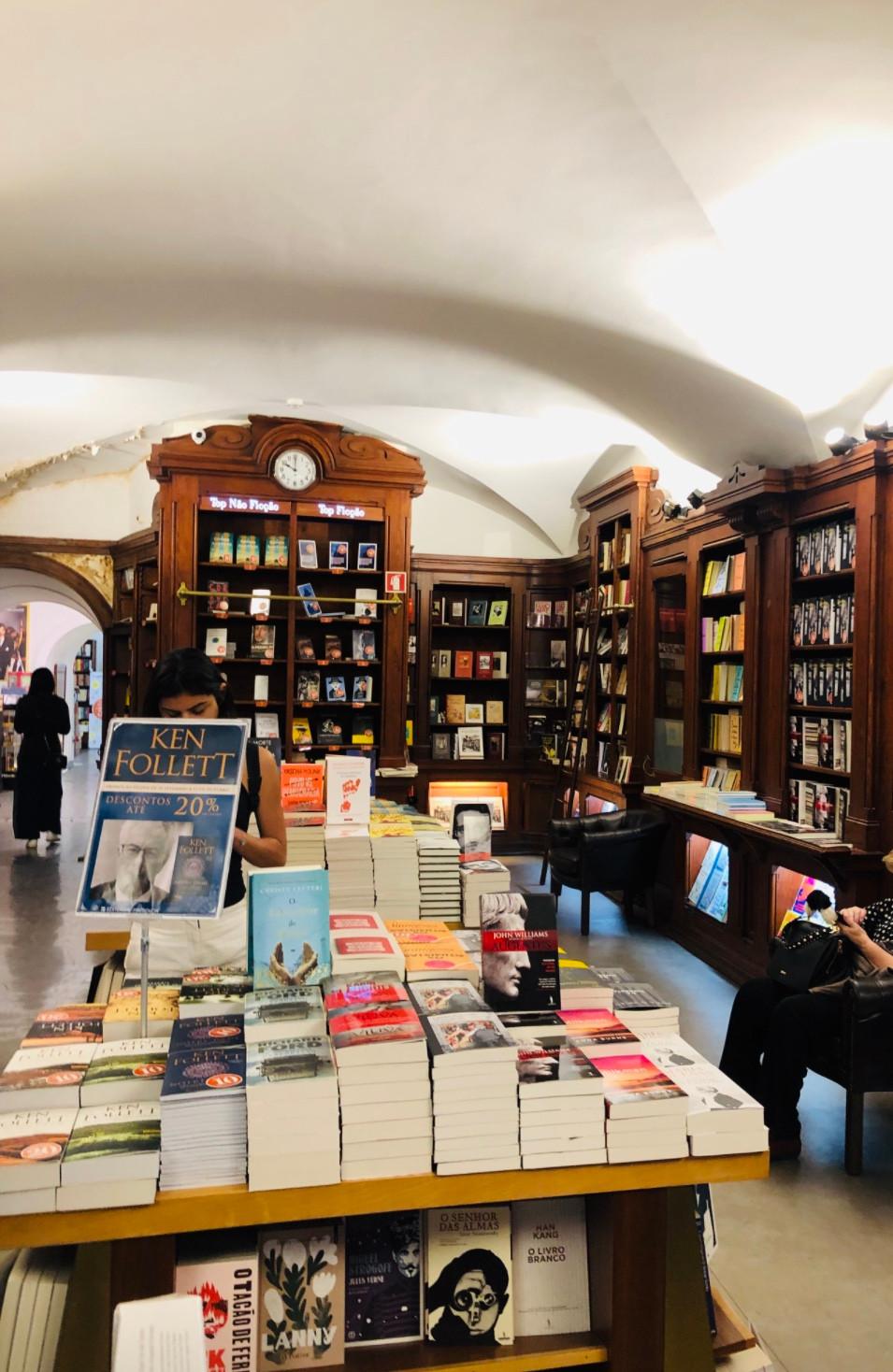 Salão de livros da linda Livraria Bertrand Chiado ( Foto: Ana Maria Vilaça)